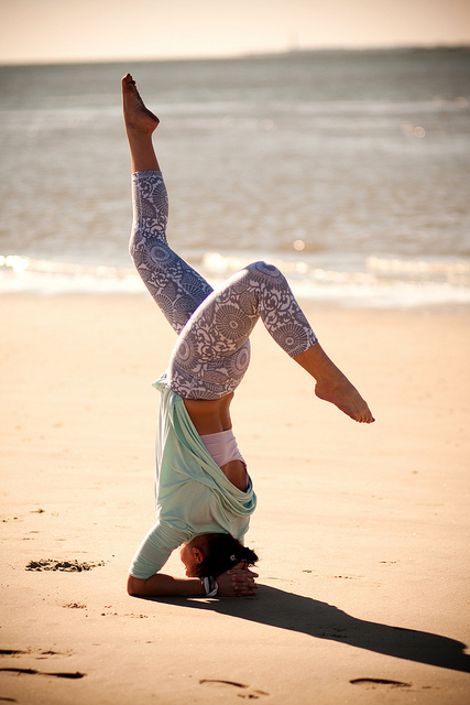 headstand-splits-lauren-nelson_lulieboo